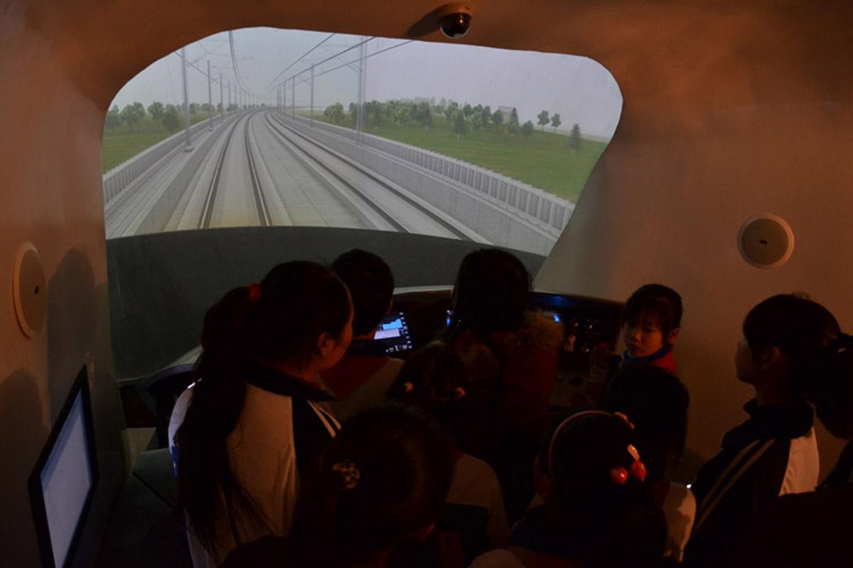 高平安全体验汽车驾驶仿真