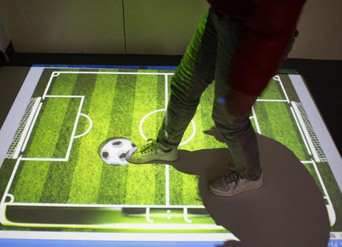 晋源安全体验互动足球投影