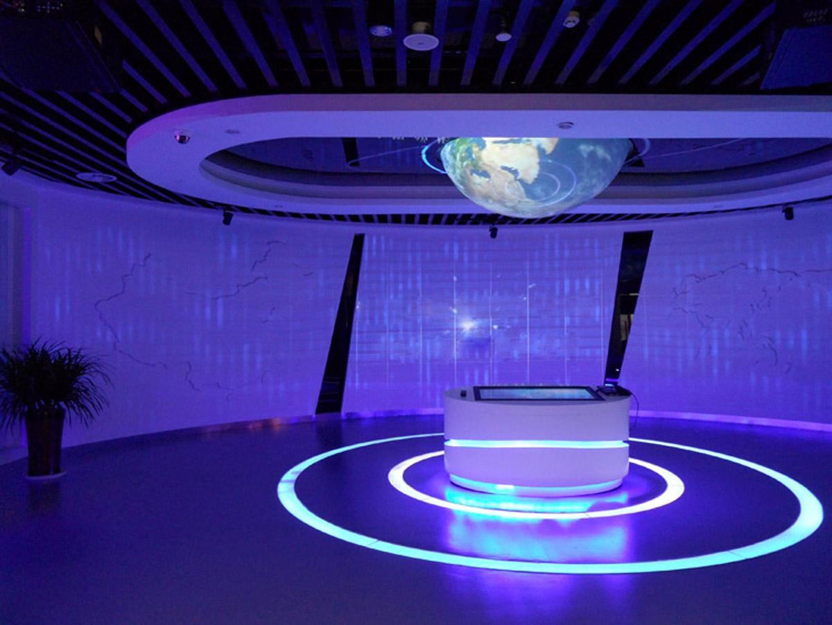 卢龙安全体验触摸屏互动系统