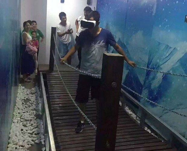 高平安全体验VR雪山吊桥