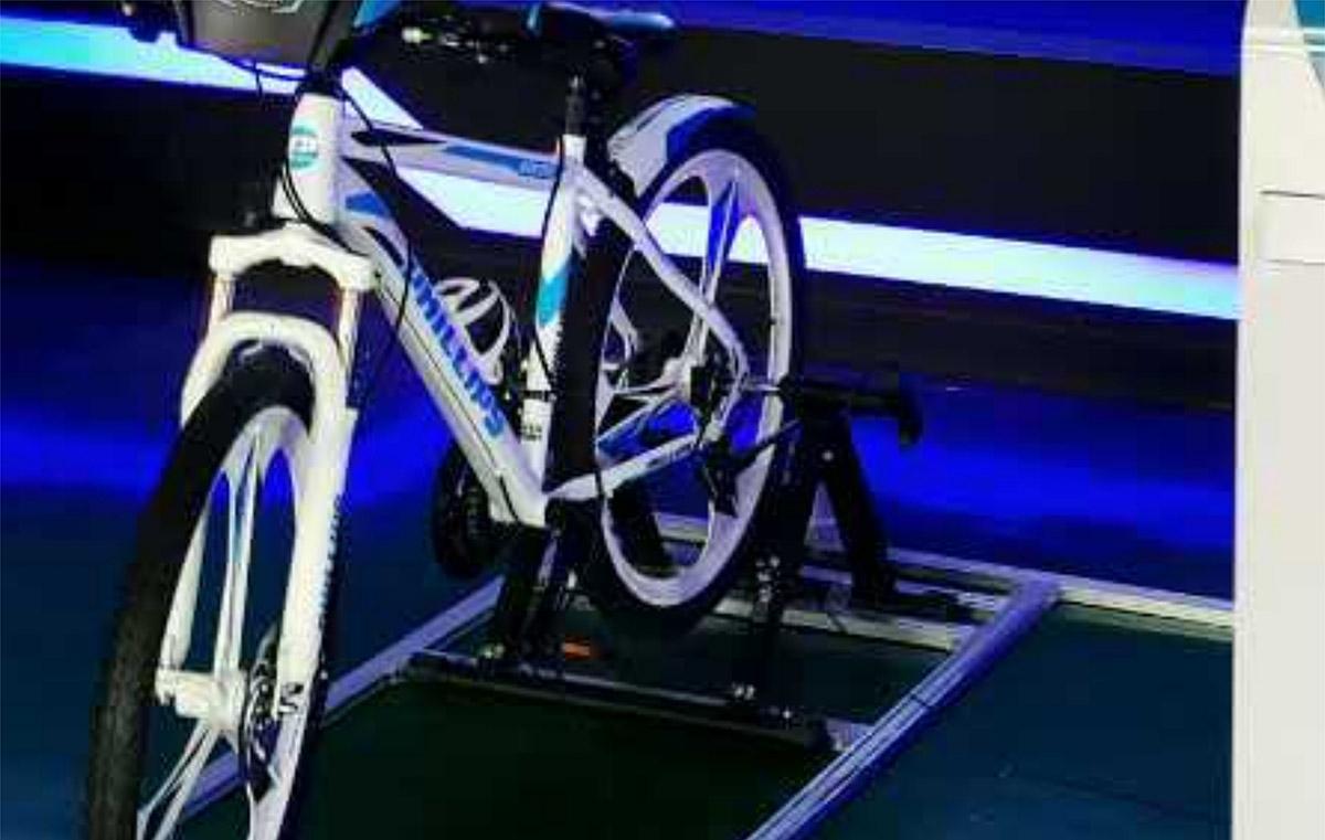 泸定安全体验VR自行车